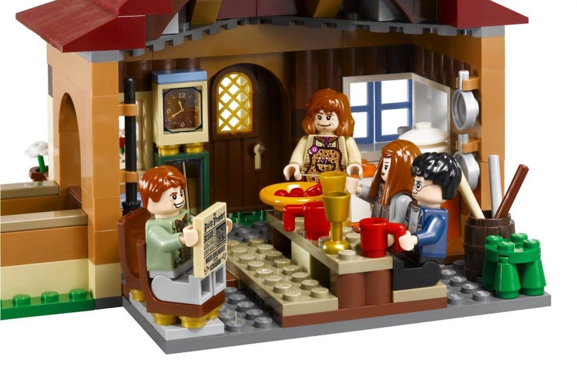 harry potter legos review of the weasley house set nerds on earth. Black Bedroom Furniture Sets. Home Design Ideas